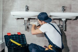 Picture of a plumbing technician making an emergency repair