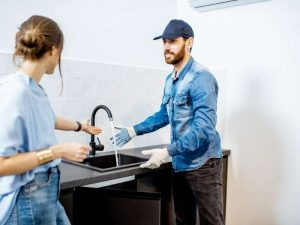 plumber explaining to the client photo