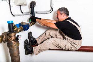 plumber hanging at pipe photo